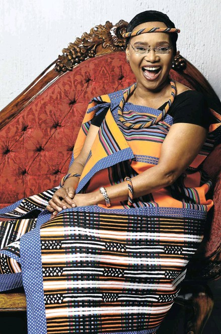 ?? Picture: Masi Losi ?? CULTURAL COMPLIMENT Champion of Xhosa culture Noxolo Grootboom chose to be photographed in Venda dress to thank the president.
