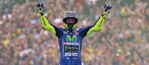 ??  ?? Sunday's victory came nearly 21 years since his first win in motorcycle racing.