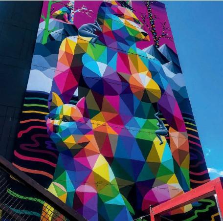 ??  ?? TOP The 1,400-square-foot work by Okuda San Miguel in Edmonton's Old Strathcona district. EN HAUT L'oeuvre de 130 m2 d'Okuda San Miguel dans le quartier Old Strathcona d'Edmonton.