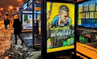 """??  ?? Gigantyczna kampania reklamowa gry """"Cyberpunk 2077"""" płynnie przeszła w walkę o zachowanie twarzy przez producenta."""