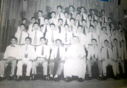 ??  ?? Ateneo de Manila high school class 4-D 1956, with Fr. Paul Campbell, SJ, as class director. The author is seated third from left.