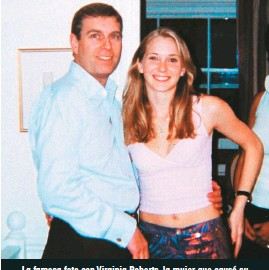 ??  ?? La famosa foto con Virginia Roberts, la mujer que causó su descrédito moral, pues asegura que fue obligada por Jeffrey Epstein a acostarse con él cuando tenía 17 años en 2001.