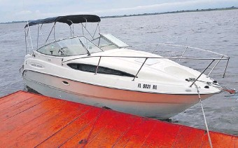??  ?? La embarcación deportiva de la marca a Bailyner 185 BR perteneciente al empleado comunal y que valuó en G. 50 millones en su D.J.