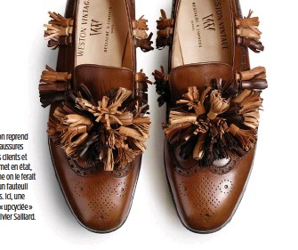 ??  ?? Weston reprend les chaussures de ses clients et les remet en état, comme on le ferait avec un fauteuil Eames. Ici, une paire « upcyclée » par Olivier Saillard.