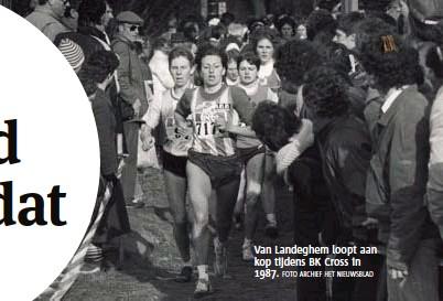 ?? FOTO ARCHIEF HET NIEUWSBLAD ?? Van Landeghem loopt aan kop tijdens BK Cross in 1987.