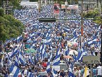 ??  ?? DESAFÍO 2. El gobierno de Joe Biden pidió a Daniel Ortega que garantizara el voto libre en Nicaragua. La respuesta del gobernante fue la detención de opositores. La foto muestra una protesta masiva en julio de 2018.