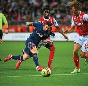 ?? F. Fife / AFP ?? Leo Messi est entré pour les vingt-cinq dernières minutes du match face à Reims.