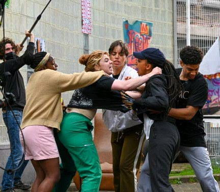 ?? FOTO PATRICK DE ROO ?? Een van de laatste scènes die wordt ingeblikt is de eerste (agressieve) ontmoeting tussen de vier hoofdrolspeelsters.