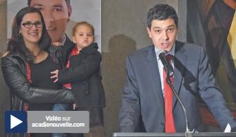?? Vincent Pichard – Acadie Nouvelle: ?? Serge Cormier prononce son discours de victoire, lundi, à Caraquet.