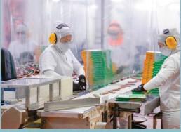 ??  ?? Empresarios, por mantener su actividad y empleos en medio de la coyuntura económica.