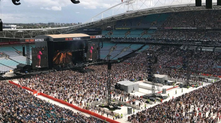 ??  ?? Sydney Stadium packed with 75000 for the bushfire relief concert