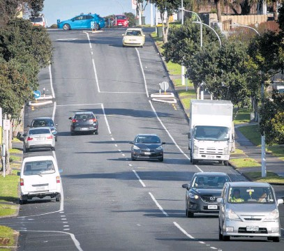 ?? Photo / Jason Oxenham ?? Palmers Rd in Clendon Park, near Manurewa and Weymouth in South Auckland, where police were called to reports of a house being shot at early yesterday.