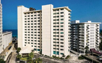 ?? PEDRO PORTAL pportal@miamiherald.com | Sept. 1, 2021 ?? Miami Beach ordered residents of the La Costa condo tower, at 5333 Collins Ave., to leave because of structural and other problems. Former residents and board members say the La Costa board majority failed to fix longstanding problems.