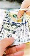 ??  ?? El 75% de los depósitos en los bancos estaba en dólares.