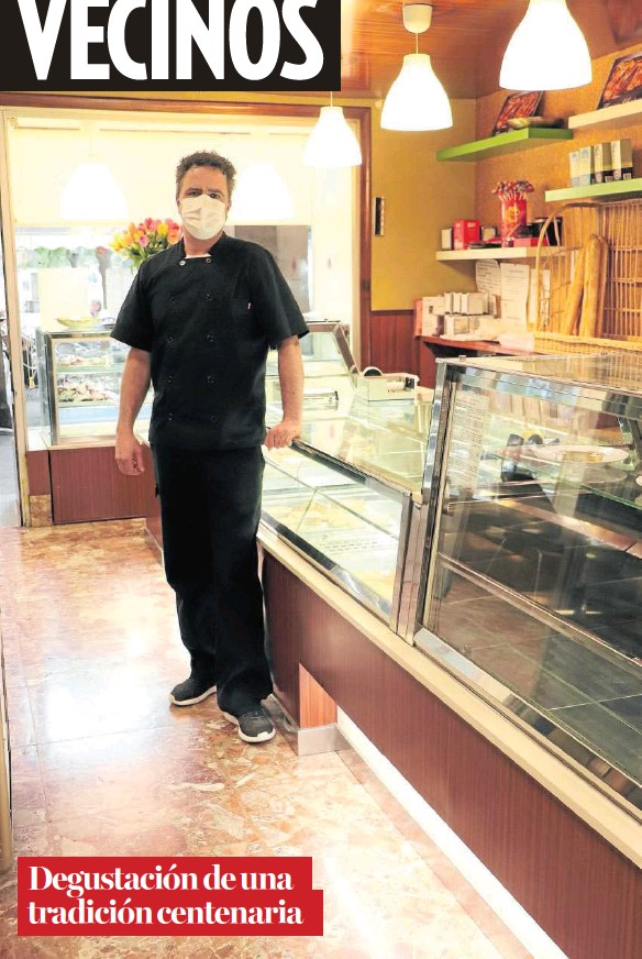 ??  ?? Jesús Elicid Luqui se ocupa del negocio familiar, una pasteleria con más de 100 años de historia, desde hace una década.