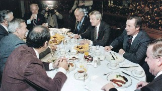?? OTTAWA CITIZEN FILES ?? Canada's premiers have breakfast at the Chateau Laurier in Ottawa, Nov. 3, 1981.