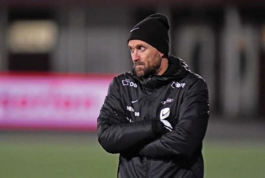 ??      RUNE STOLTZ BERTINUSSEN, NTB ?? Brann-trener Eirik Horneland er fornøyd med lagets utvikling og påpeker at de siste kampenes poengsnitt vil være godt nok til å overleve i Eliteserien.