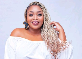 ??  ?? RELEBOGILE Mabotja is asking uncomfortable questions in new talk show on S3. The show is unscripted, which sees various conversations hit home.