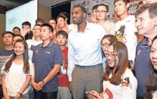 ?? CHINAFOTOPRESS VIA GETTY IMAGES ?? Greg Oden poses with fans during a news conference in August to announce his signing with Jiangsu of the Chinese league.