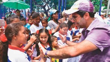 ??  ?? Uno de los grandes logros de la Alcaldía de Alejandro Char es el progreso social, tanto en educación como en salud.