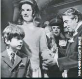 """??  ?? El 20 de octubre de 1968, su madre se casaba con Aristóteles Onassis, el hombre más rico del mundo, en su isla de Skorpios, Grecia. John John consideraba a su padrastro """"un chiste""""."""
