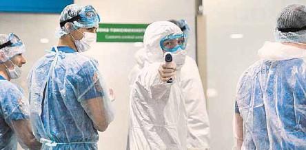 ??  ?? Врачи признают, что идеального оружия против коронавируса нет.