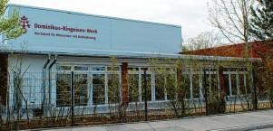 ??  ?? Der Neubau entstand im Meitinger Gewerbegebiet an der Raiffeisenstraße. Von der B2 aus ist er gut zu erken‰ nen. Der Standort überzeugte auch durch die gute Anbindung an den öffentlichen Nahverkehr.