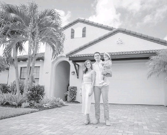 ?? KENDALLSHO­RT/THENEWYORK­TIMES ?? Melanie Granuzzo and Brandon Fried with daughterAm­elia outside their vacationho­mein Florida. They're spending part of winter in South Carolina.