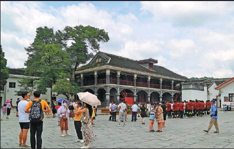 ?? YOU YOUHAI / FOR CHINA DAILY ?? People visit the Zunyi Meeting Site in Southwest China's Guizhou province in July.