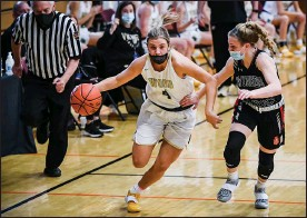 ?? MEDIANEWS GROUP PHOTO ?? Archbishop Wood's Kaitlyn Orihel (4) pushes the ball up the court against Gwynedd Mercy in a PIAA 4A quarterfinal game.