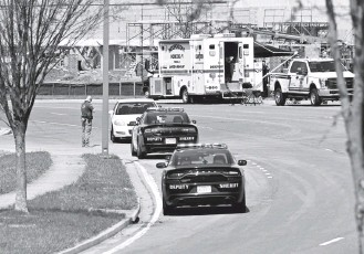 ?? RICKY CARIOTI/THE WASHINGTON POST ?? Officials investigat­e Tuesday's shooting at Frederick's Riverside Tech Park. One of the wounded sailors was in critical condition, police said, and the other was expected to be soon released from the hospital.