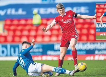 ??  ?? Saints' Glenn Middleton gets in a vital tackle against Aberdeen's Jack MacKenzie