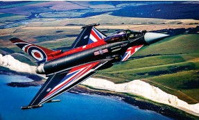 ??  ?? Reach for the sky: The jet powers away after its stirring display