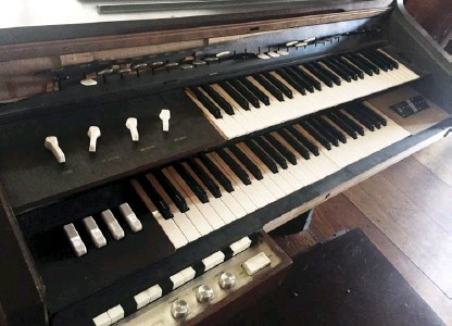 ??  ?? Located at Jose P. Laurel's ancestral house in Tanauan, Batangas, this C-2B electone is considered as one of the first electones to reach the Philippines.