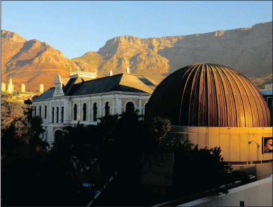 ?? Picture: SKYSKAN ?? UNDER THE SPOTLIGHT: The Iziko South African Museum and planetarium at sunset. The writer questions the role of museums in dehumanising people.