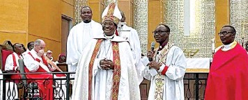 ??  ?? Primate Ndukuba in cope ( left) with Bishop Orji ( second right) at the Houston Cathedral dedication