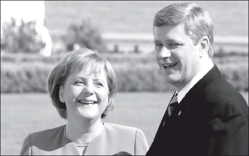 ?? ADAM BERRY, BLOOMBERG NEWS ?? While Prime Minister Stephen Harper defended his government's new climate-change plan at last week's G8 summit, German Chancellor Angela Merkel scolded Canada for abandoning its its commitments under the Kyoto Protocol.