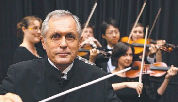 ??  ?? UPLIFTING: Antoni Bonetti will lead the Brisbane Symphony Orchestra on Sunday.
