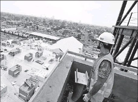 ?? Mark Boster Los Angeles Times ?? ENGINEER Patrick Labib watches construction of the Great Wolf Lodge and water park on Harbor Boulevard south of Disneyland.