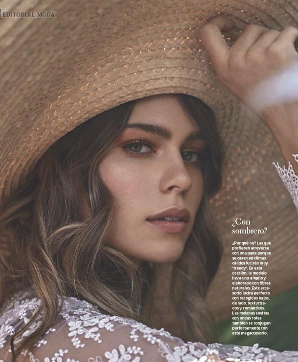 ??  ?? Modelo Fernanda Abbott de Iconic Models (models.iconic). Falda: Zara. Blusa: Gina Blanco. Sombrero: Margarita Díaz del Castillo.