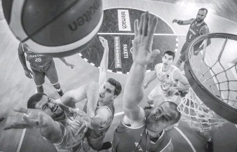 ??  ?? Удруге у відборі здолавши аутсайдерів групи — збірну Австрії, українські баскетболісти достроково вибороли собі місце у фіналі Євробаскету-2022. Фото з сайта fiba.basketbal.