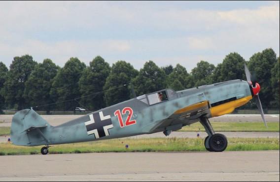 ?? STEPHAN VÖLK ?? Klaus Plasa aux commandes du Bf 109 WkNr 1983 lors des essais de roulage.
