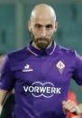 ??  ?? Federico Bernardeschi non ha ancora risposto alla proposta di rinnovo della Fiorentina Qui sopra, Borja Valero e Matias Vecino