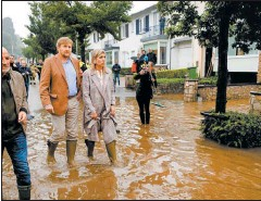 ??  ?? DESASTRE. Máxima y Guillermo visitaron un pueblo que sufrió graves pérdidas por las inundaciones.