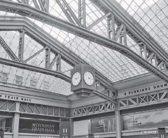 ?? ZACK DEZON For The Washington Post ?? The Moynihan Train Hall, which was built in a renovated Beaux-Arts building and opened in January, occupies what was once a post office mail-sorting room.