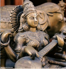 ?? IMAGES © SHUTTERSTOCK ?? Bronze sculpture of Saraswati, the Hindu goddess of wisdom