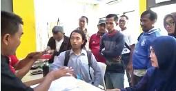 ?? EDI SUDRAJAT/JAWA POS ?? CARI KEADILAN: Para korban penipuan berkedok investasi rumah melapor ke SPKT Polresta Sidoarjo kemarin.