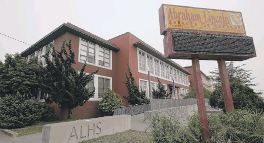 ??  ?? The name of Abraham Lincoln High School in San Francisco will be changed because of the treatment of Native Americans during his administration.