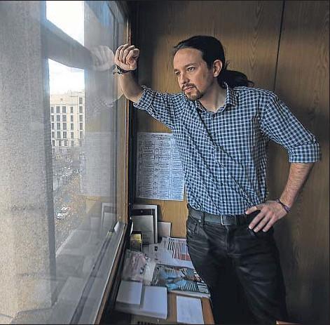 ?? DANI DUCH ?? Pablo Iglesias, ayer por la mañana en su despacho en la sede provisional de Podemos en el centro de Madrid