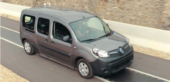 ??  ?? Electric Renault Kangoo Z.E. being driven on a test-road with charging coils under the surface.